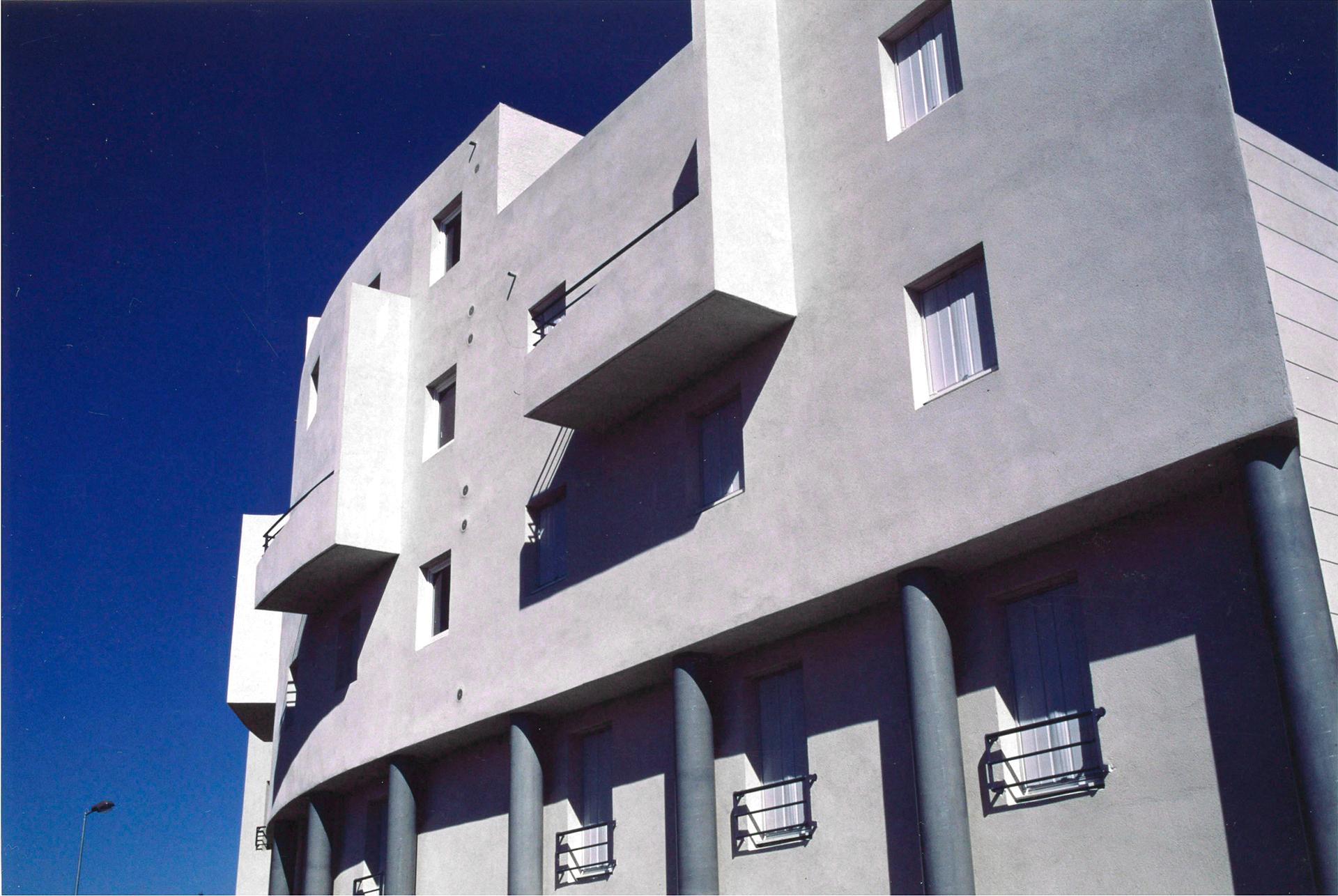 LA PIERRE BLANCHE LOGEMENTS COMMERCES PARKINGS AVIGNON 1987-1991