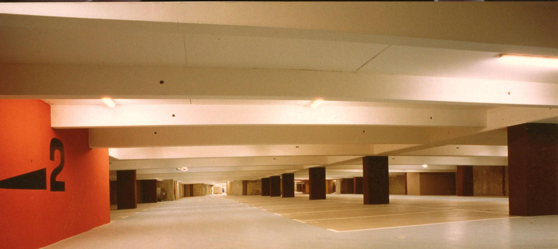 PARKING DE L'ORATOIRE  COMMERCES LOGEMENTS BUREAUX AVIGNON 1990-1995