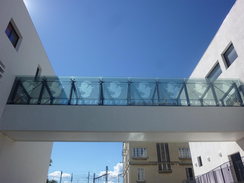 NOUVEL HOTEL DE POLICE D'AVIGNON ET PARKING PHOTOVOLTAÏQUE 2002 - 2012